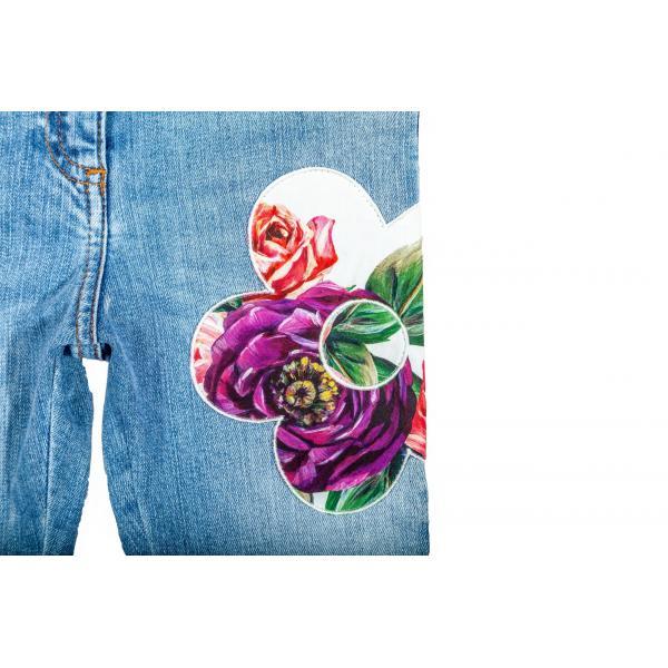 Jeans elasticizzato impreziosito da ricami floreali Peonie-424